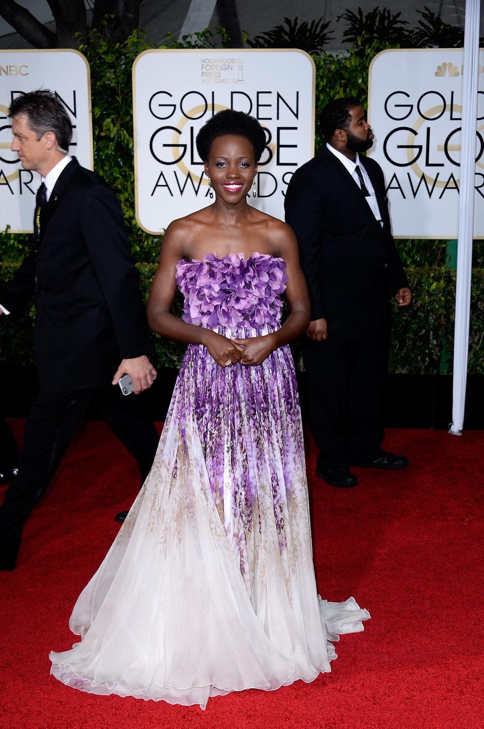 Lupita N'yongo at the Golden Globes 2015 red carpet