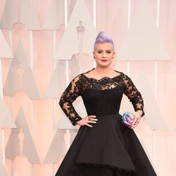 Kelly Osbourne at the Oscar 2015 red carpet