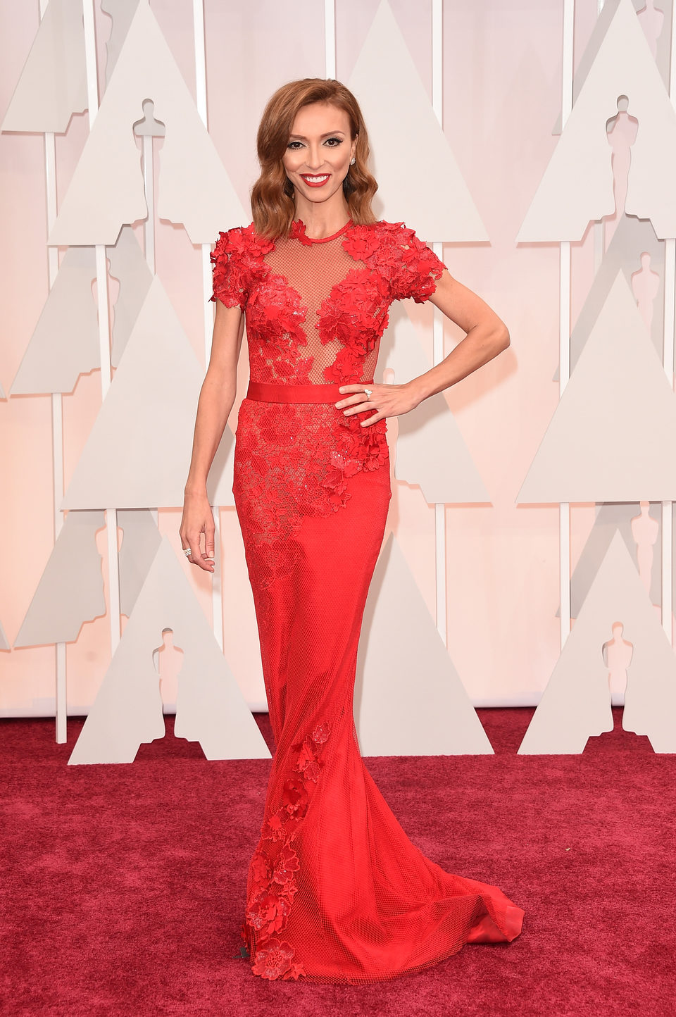 Giuliana Rancic poses at the Oscars 2015 red carpet