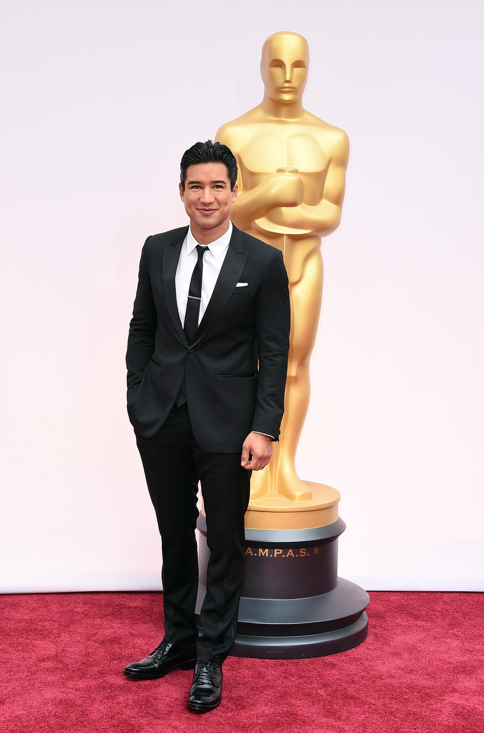 Mario Lopez at the Oscars award 2015 red carpet