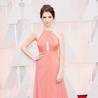 Anna Kendrick at the Oscar 2015 red carpet