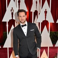 Matt McGorry pose in the red carpet of the Oscar 2015
