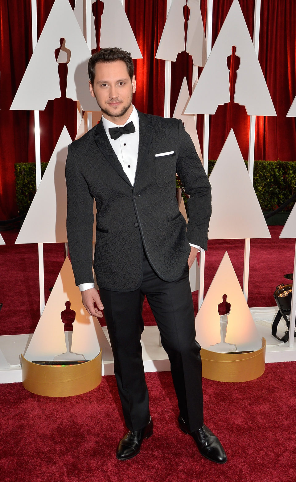 Matt McGorry pose in the red carpet of the Oscar 2015