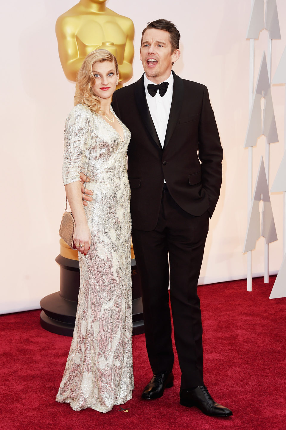 Ethan Hawke next to her wife Ryan Hawke at the Oscars Awards 2015 red carpet