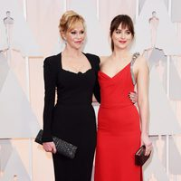 Dakota Johnson and Melanie Griffth at the Oscar 2015 red carpet