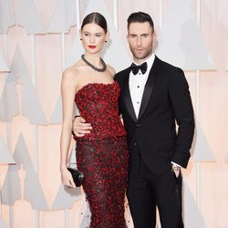 Adam Levine pose with his spouse Behati Prinsloo at the red carpet of the Oscar 2015