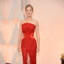 Rosamund Pike at the Oscars Awards 2015 red carpet