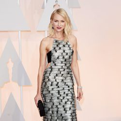 Naomi Watts at the Oscar 2015 red carpet