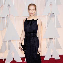 Sienna Miller at the Oscars Awards 2015 red carpet