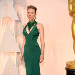 Scarlett Johansson at the Oscar 2015 red carpet