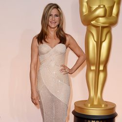 Jennifer Aniston at the Oscar 2015 red carpet