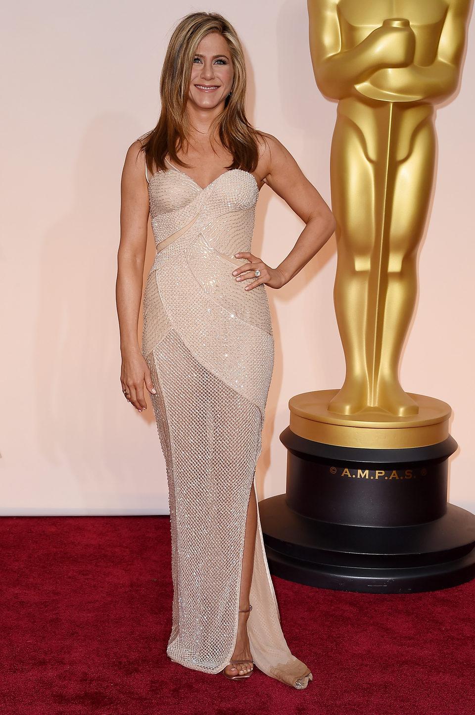 Jennifer Aniston at the Oscar 2015 red carpet