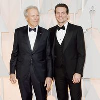 Bradley Cooper next to Clint Eastwood at the Oscars Awards 2015 red carpet