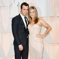 Jennifer Aniston and her fiancé Justin Theroux at the red carpet of the Oscar 2015