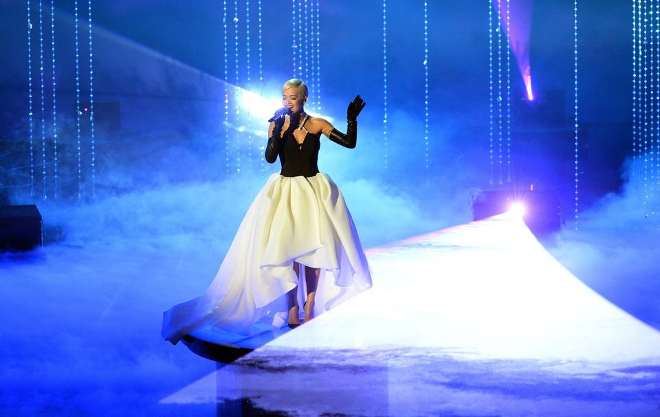 Rita Ora performs 'Grateful' at the Oscars 2015 ceremony