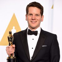 Graham Moore poses with his Oscar for the Best adapted screenplay