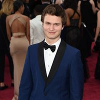 Ansel Elgort posses in the Oscar 2015 red carpet