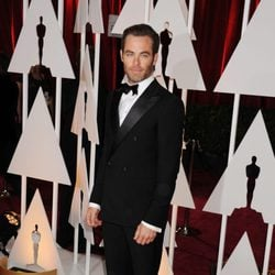 Chris Pine posse in the Oscar 2015 red carpet