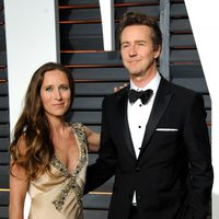 Edward Norton and Shauna Robertson poss in the Oscar 2015 red carpet