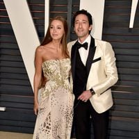 Adrien Brody and Liara Lieto poss in the Oscar 2015 red carpet