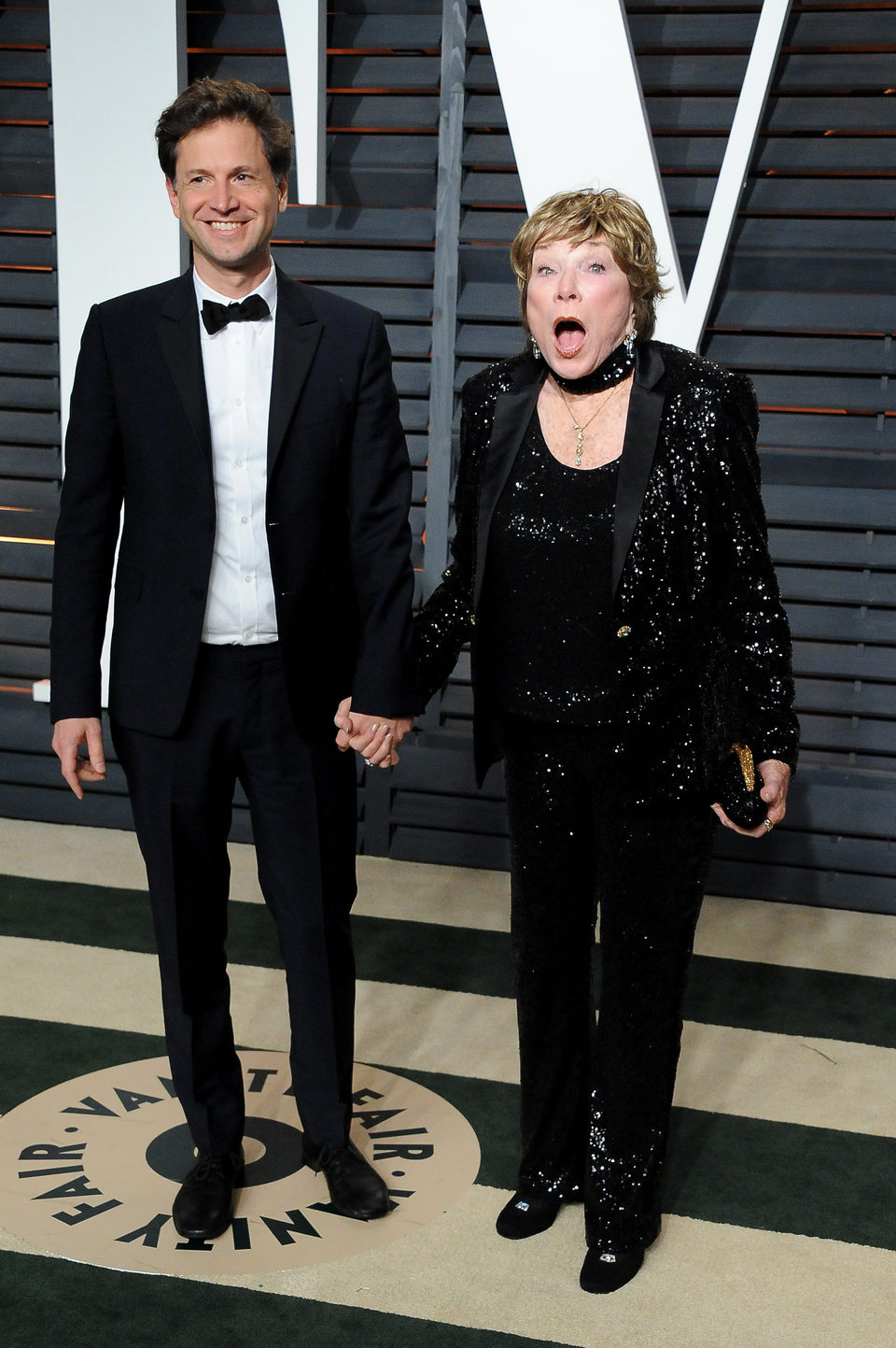 Bennett Miller and Shirley Maclaine poss in the Oscar 2015 red carpet
