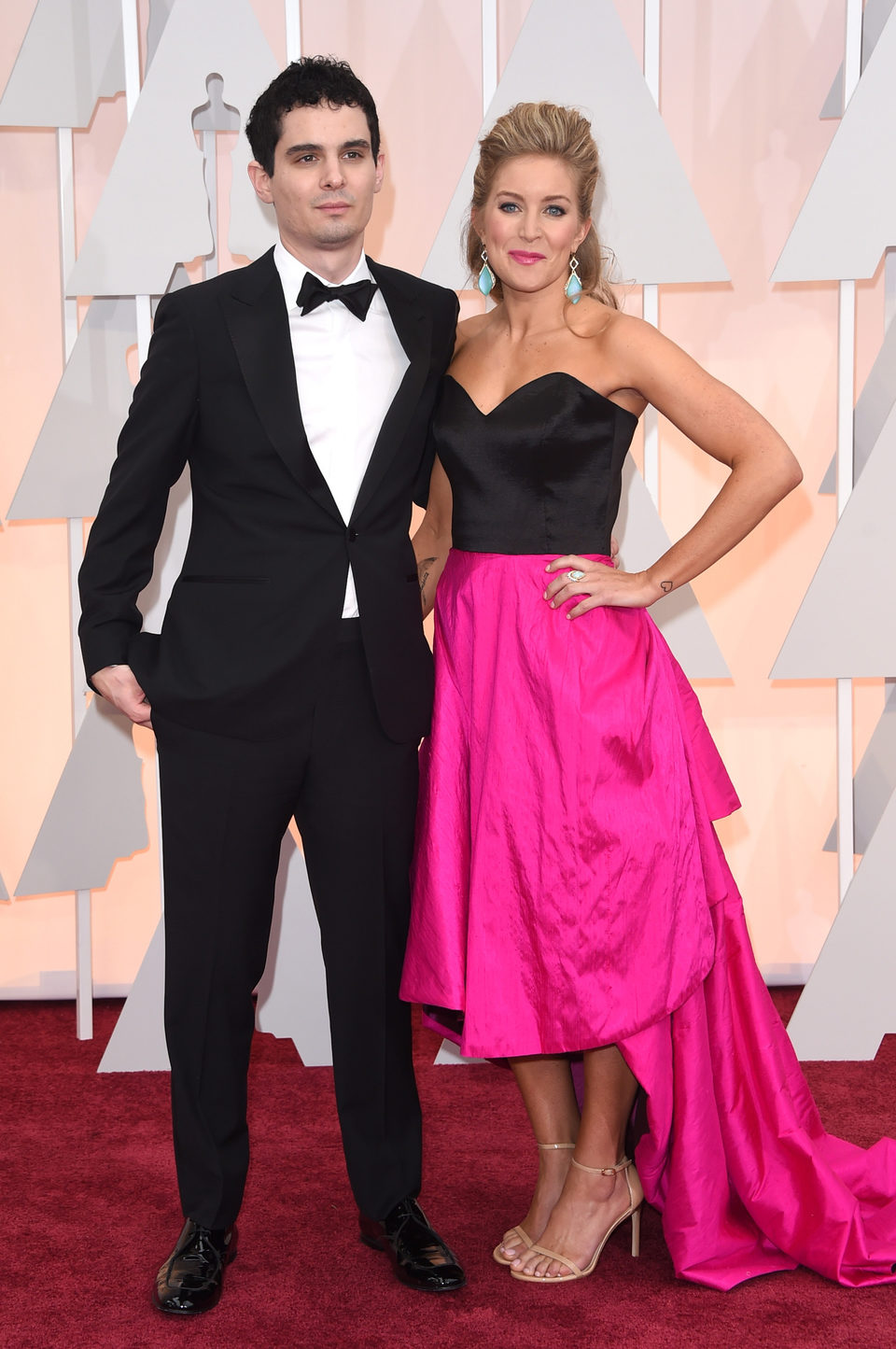 Damien Chazelle and his wife poss in the Oscar 2015 red carpet