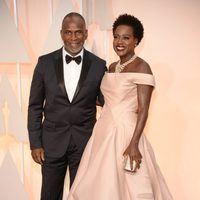 Viola Davis and Juliun Tennon poss in the Oscar 2015 red carpet