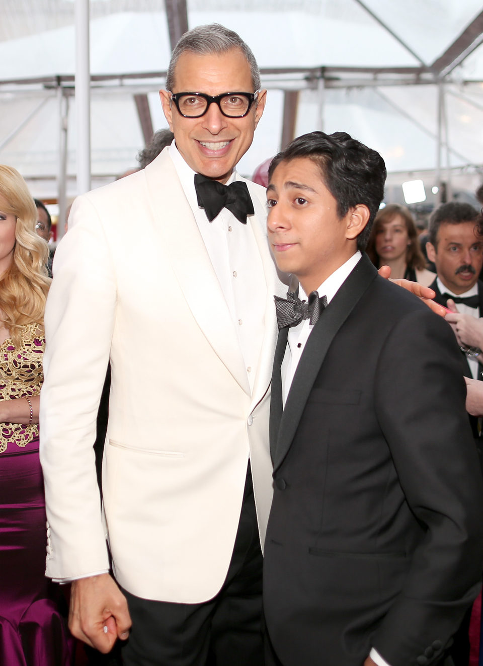 Jeff Goldblum y Tony Revolori poss in the Oscar 2015 red carpet