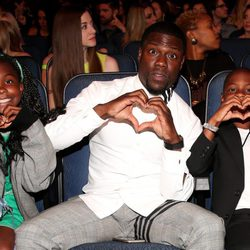 Kevin Hart with his children during MTV Movie Awards 2015