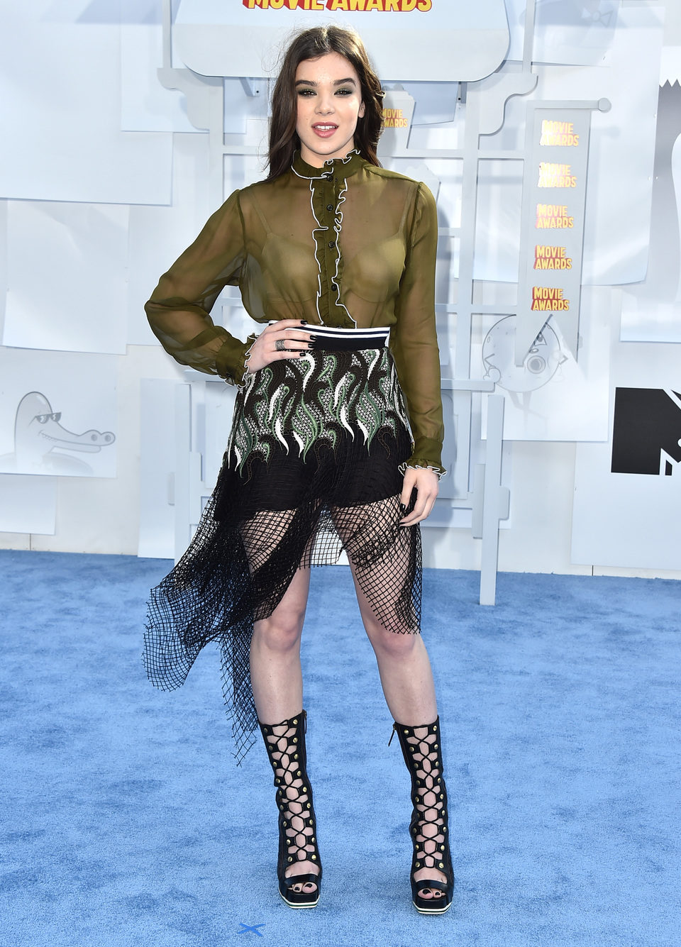 Hailee Steinfeld at the MTV Movie Awards 2015 red carpet
