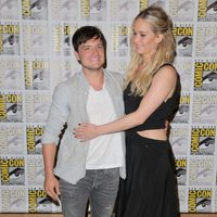 Jennifer Lawrence and Josh Hutcherson embraces at the Comic-Con 2015