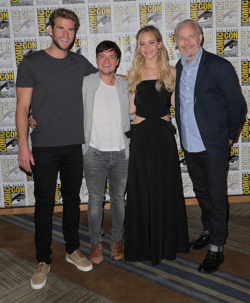 Josh Hutcherson, Jennifer Lawrence, Liam Hemsworth y Francis Lawrence at the Comic-Con 2015
