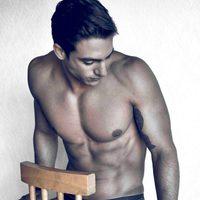 Joaquín Ferreira poses naked on a chair