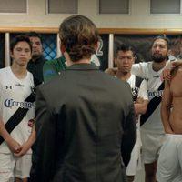 Joaquín Ferreira shows his sculpted body in the locker room.