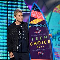 TV personality Ellen DeGeneres accepts the Choice Comedian Award onstage during the Teen Choice Awards 2015