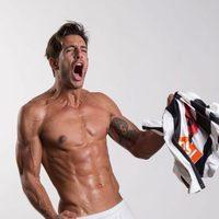 Joaquín Ferreira shows his sexy six pack