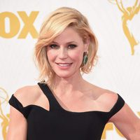 Julie Bowen at the red carpet of the 2015 Emmys