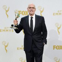 Jeffrey Tambor posing with his 2015 Emmy Award