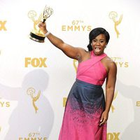 Uzo Aduba posing with her 2015 Emmy Award