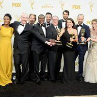 The 'Veep' team posing with their 2015 Emmy Award