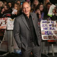 Woody Harrelson smiles in 'The Hunger Games: Mockingjay - Part 2' London premiere