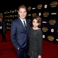 Dominic Sherwood and Sara Hyland in the 'Star Wars: The Force Awakens' premiere