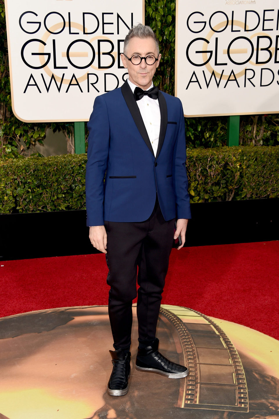 Alan Cumming in the 2016 Golden Globes red carpet