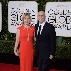 Jeffrey Tambor and Kasia Ostlun at the 2016 Golden Globes red carpet