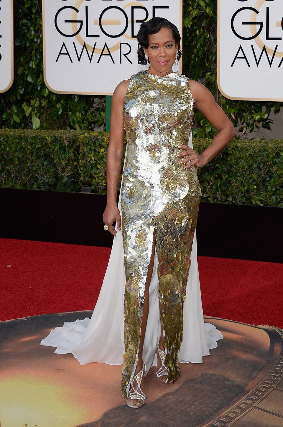 Regina King in the 2016 Golden Globes red carpet