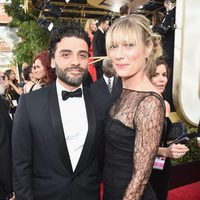 Oscar Isaac and Maria Miranda at the 2016 Golden Globes red carpet