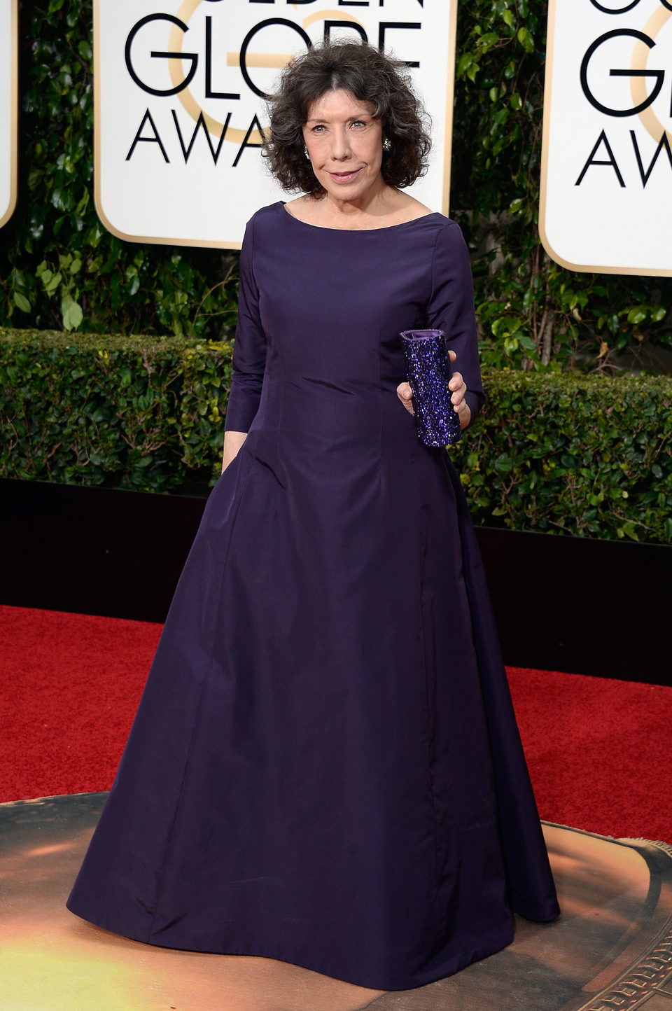 Lily Tomlin in the 2016 Golden Globes red carpet