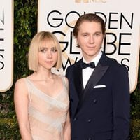 Paul Dano and Zoe Kazan at the 2016 Golden Globes red carpet