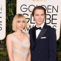 Paul Dano and Zoe Kazan at the 2016 Golden Globes red carpet