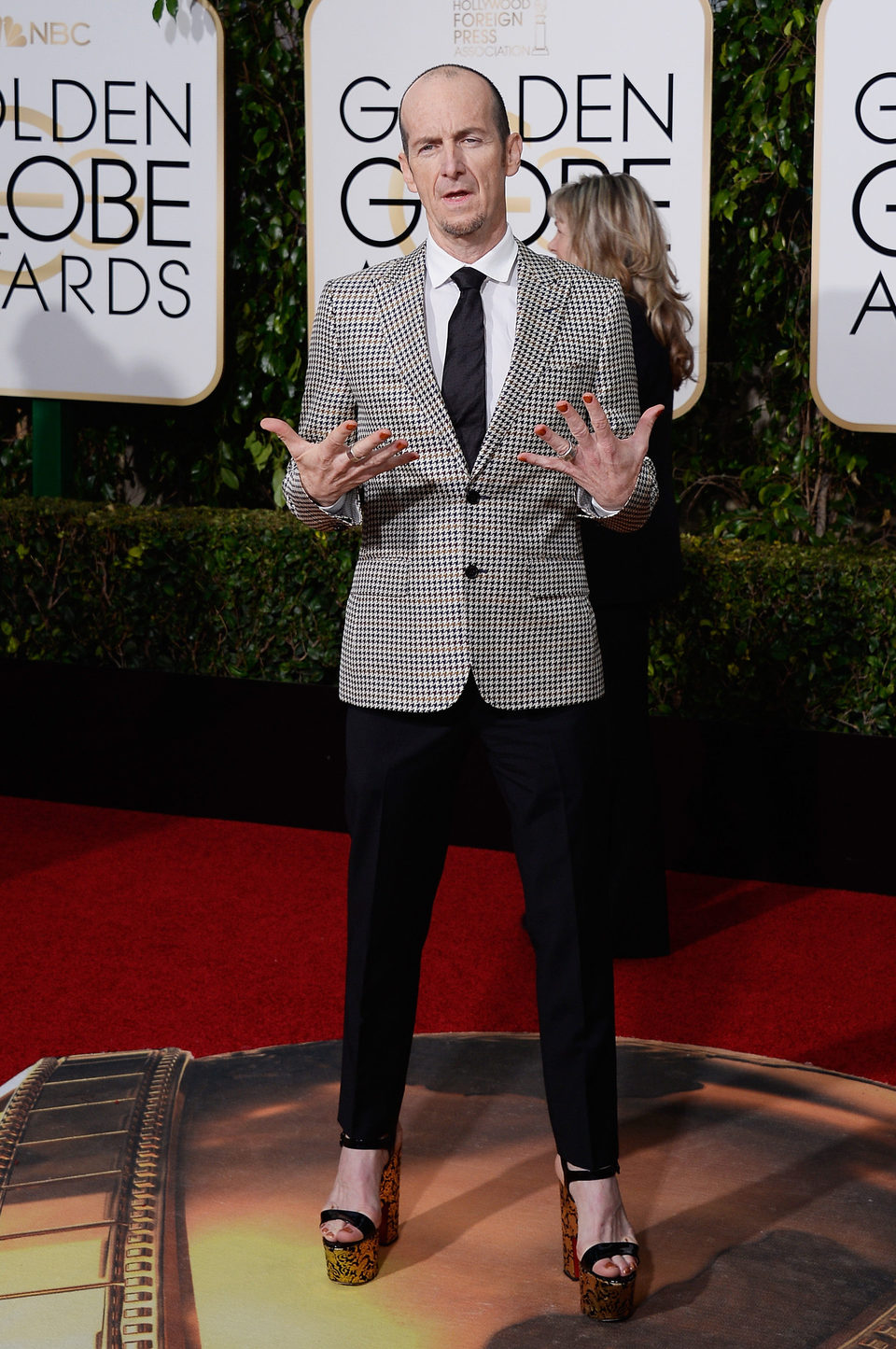 Denis O'Hare at the 2016 Golden Globes red carpet
